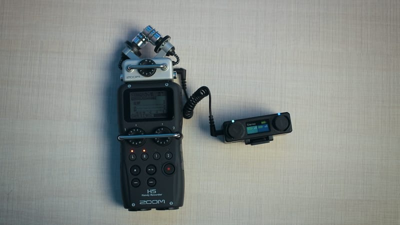 Zoom H5 with Wireless Lavalier Microphone system Hollyland Lark 150